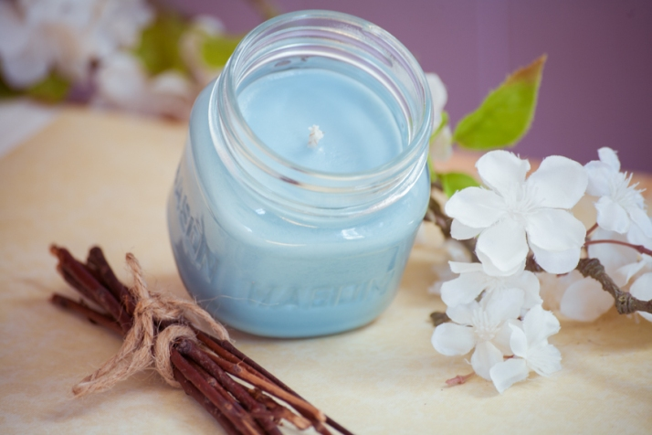 Ripe, mouthwatering blueberries combined with freshly baked crust is just the fragrance you need ANY time of year! One of the strongest scents I have, you certainly cannot go wrong with this delicious treat. Made with American grown All Natural Soy and Cotton Wick, This 8oz Mason Jar Candle has an approximate burn time of 40 hours.