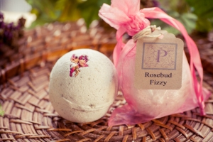 Rosebud Fizzy: Made with certified organic/fair trade Hibiscus Flower Powder, Shea Butter, Turkey Red oil, Jojoba oil, Geranium (Rose) essential oil, Vitamin E, Olive oil and dried Rosebuds.